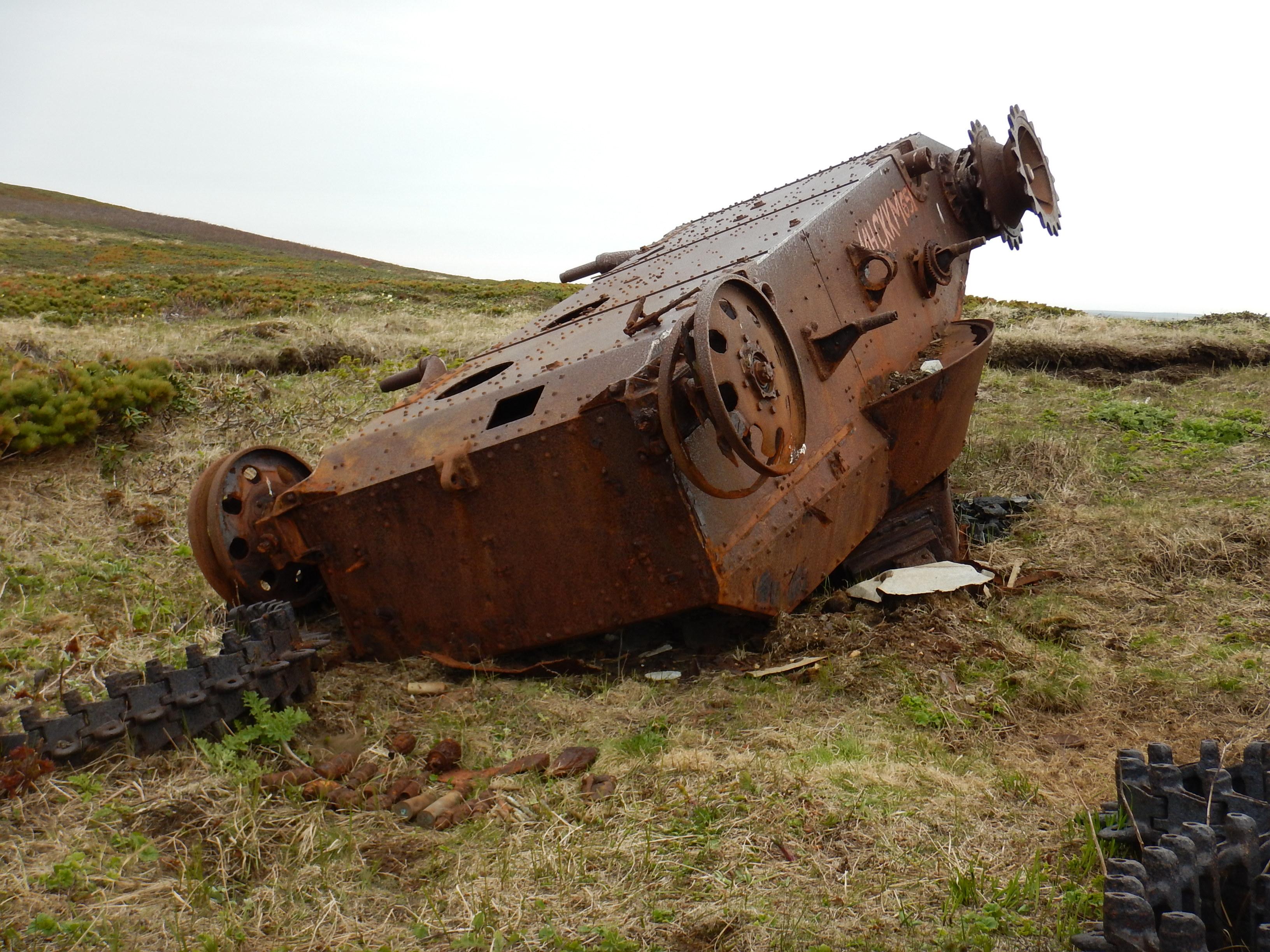 Курилы, остров Шумшу, остатки японских танков