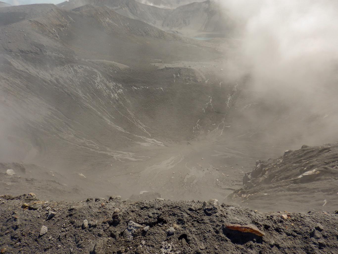 кратер вулкана Эбеко