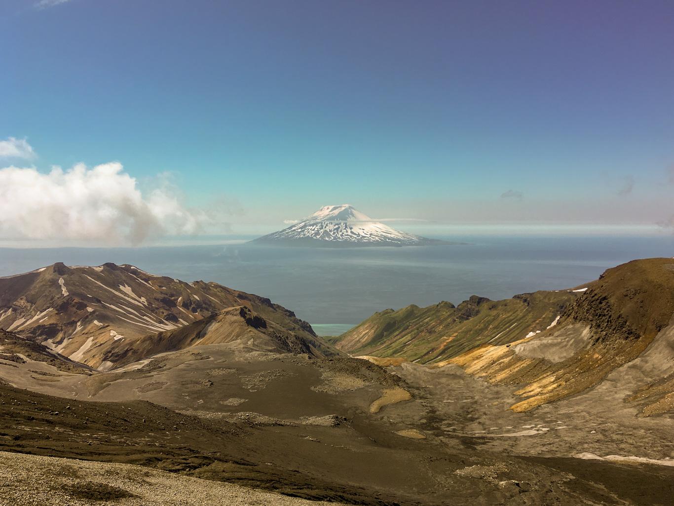 Вулкан Алаид, вид с вершины Эбеко