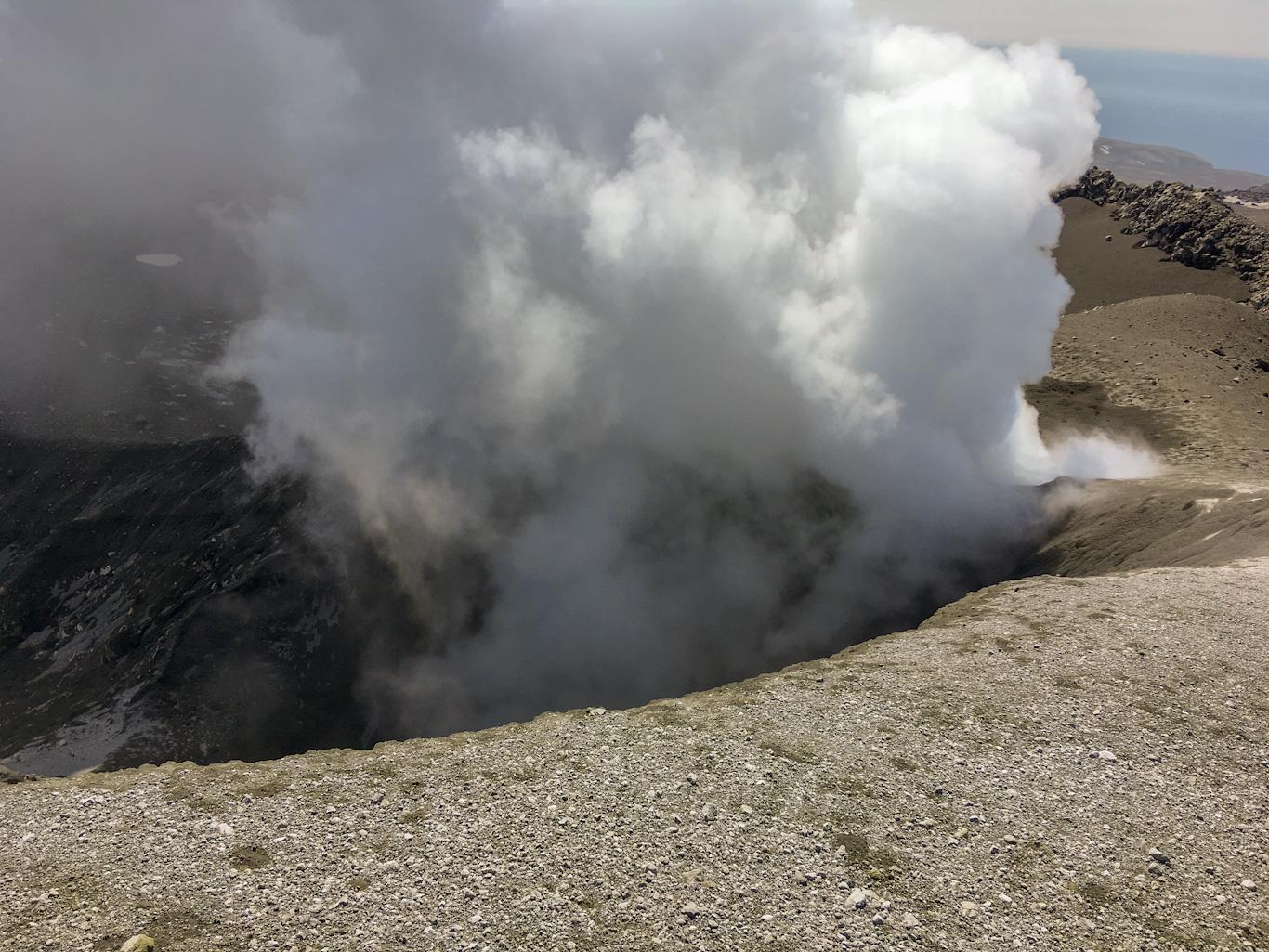 Вершина вулкана Эбеко