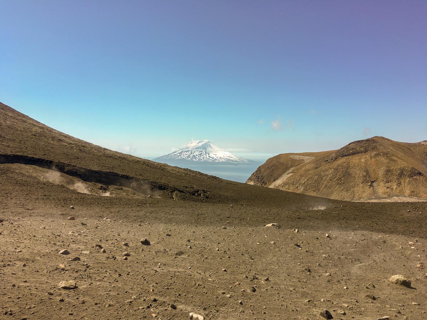 вулкан Алаид, вид от подножия Эбеко