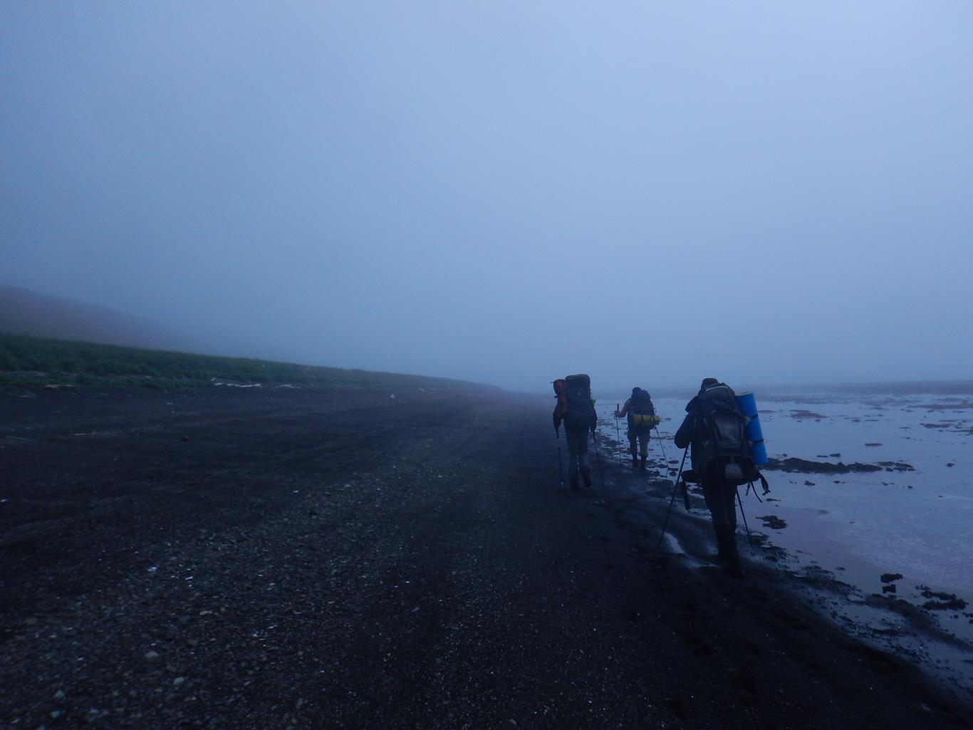 Парамушир в тумане. Берег Охотского моря
